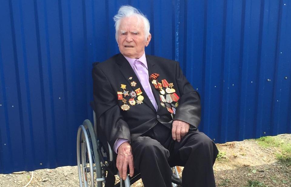 Игорь Руденя поздравил ветерана Владимира Солдатова со 100-летием