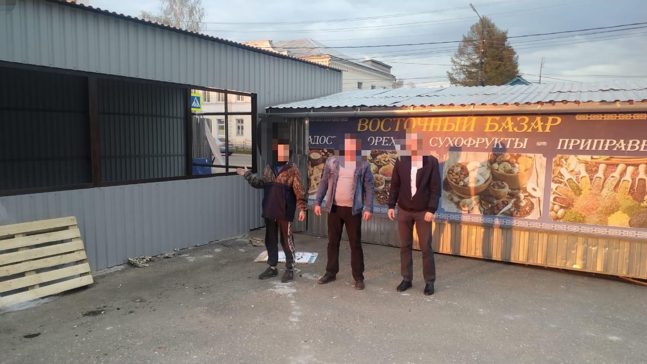 Трое жителей Тверской области ограбили торговый павильон и сожгли его, чтобы скрыть следы преступления