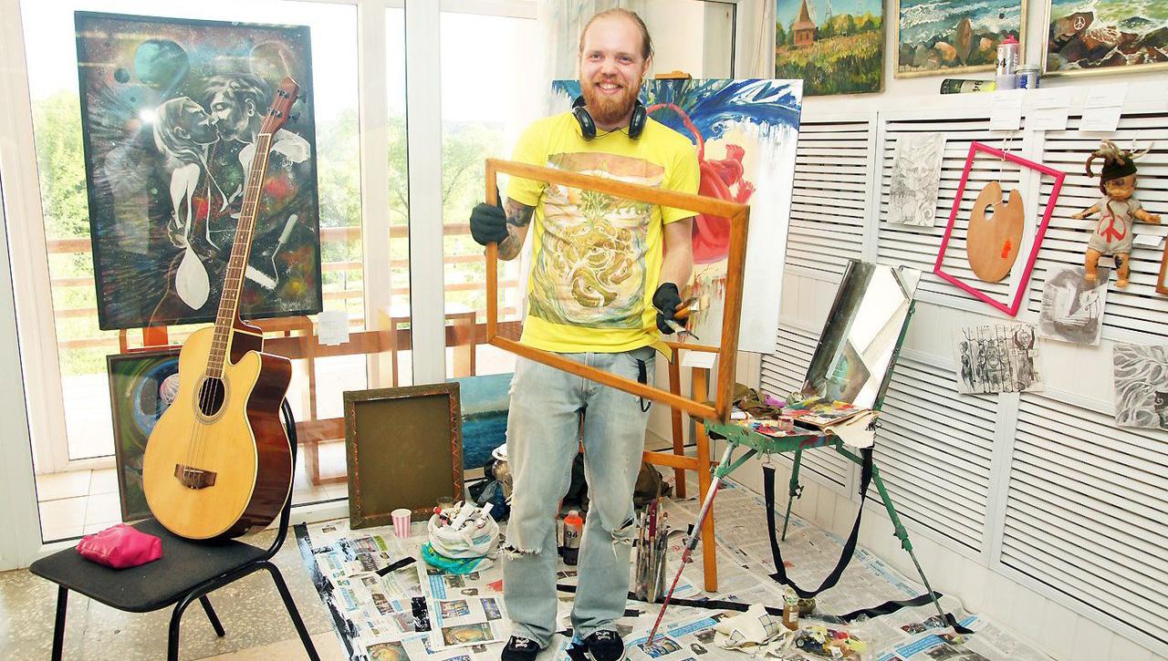 «Ясно. Понятно». Конаковский художник Илья Викулин представил первую персональную выставку