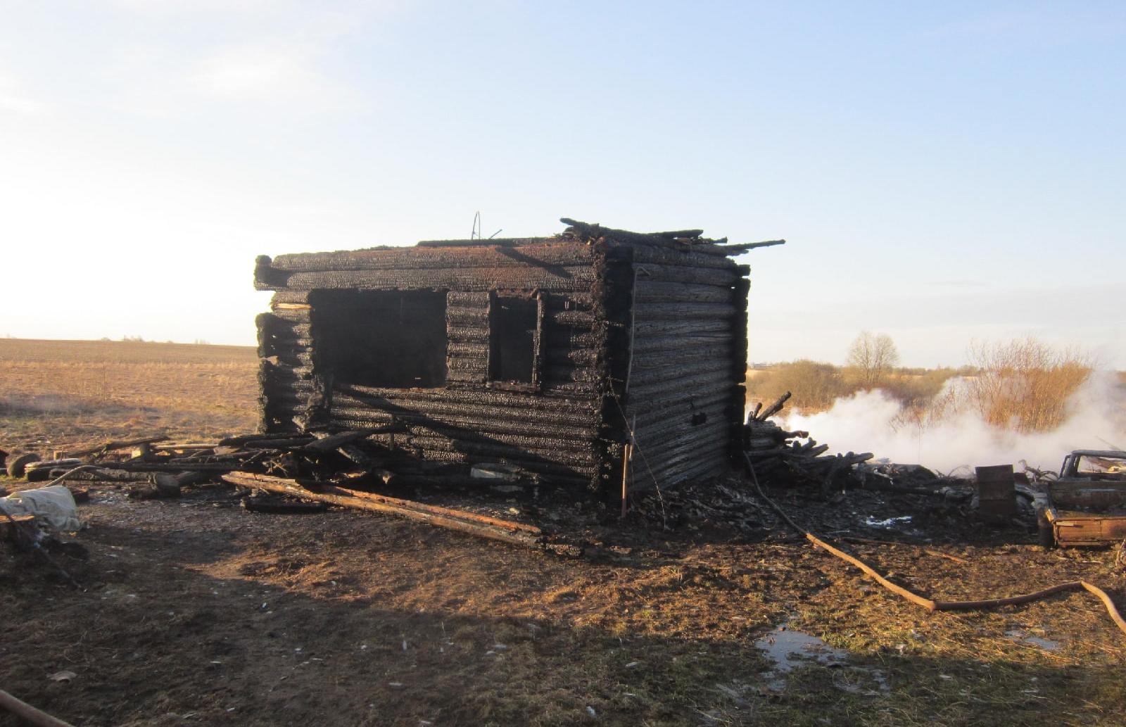 Следователи опрашивают жителей деревни Тверской области, где в огне пожара погибли два человека - новости Афанасий