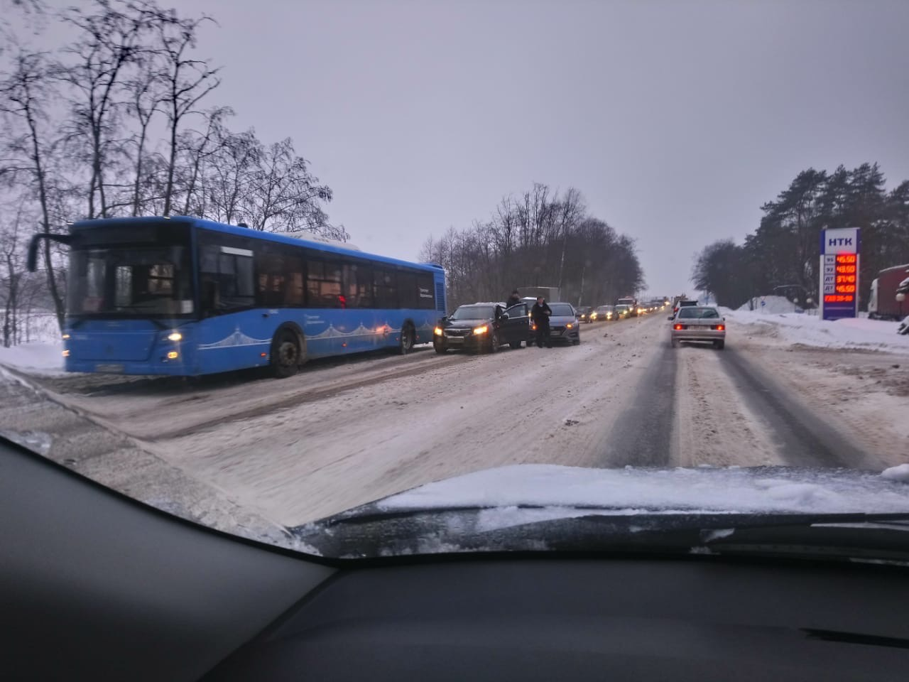 В Твери из-за столкновения автобуса и легковушки образовалась пробка на въезде в город - новости Афанасий