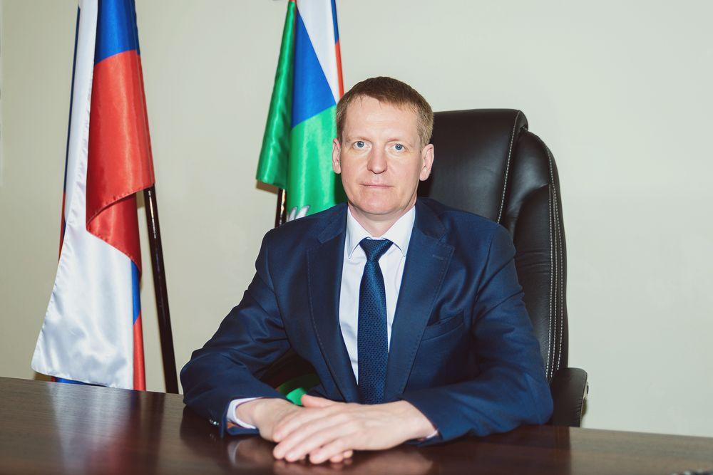 Руководитель Управления Россельхознадзора по Тверской области Роман Милорадов поздравляет с Международным женским днем