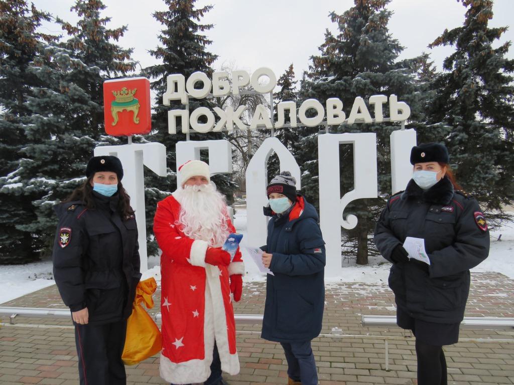 С новогодним рейдом по тверскому вокзалу прошел «Полицейский Дед Мороз»