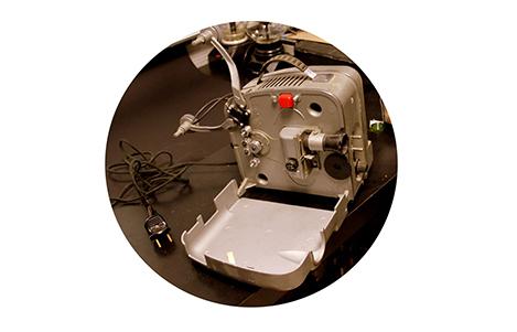 На фестивале «METERS» покажут фильмы на старинном киноаппарате