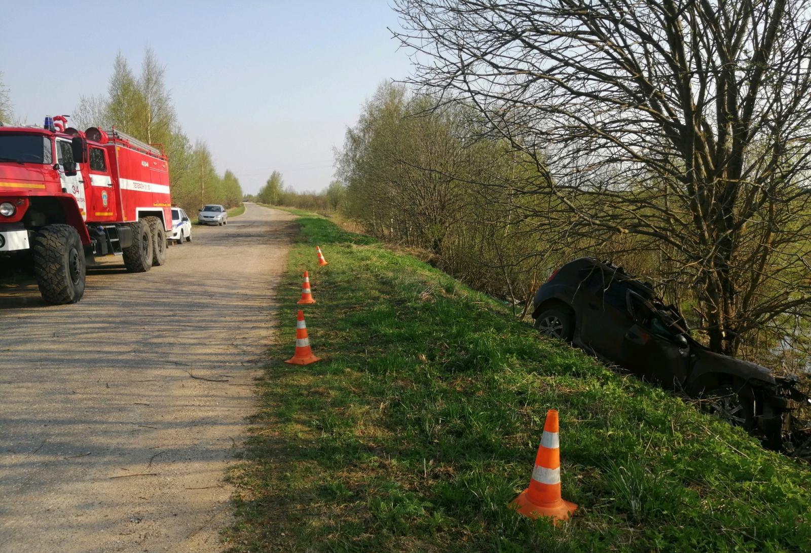 Не пристегнутый ремнем молодой водитель погиб в ДТП на дороге в Тверской области