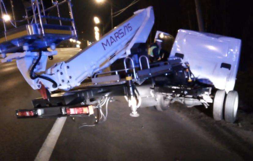 На трассе М10 в Тверской области водитель уснул за рулем и врезался в столб - новости Афанасий