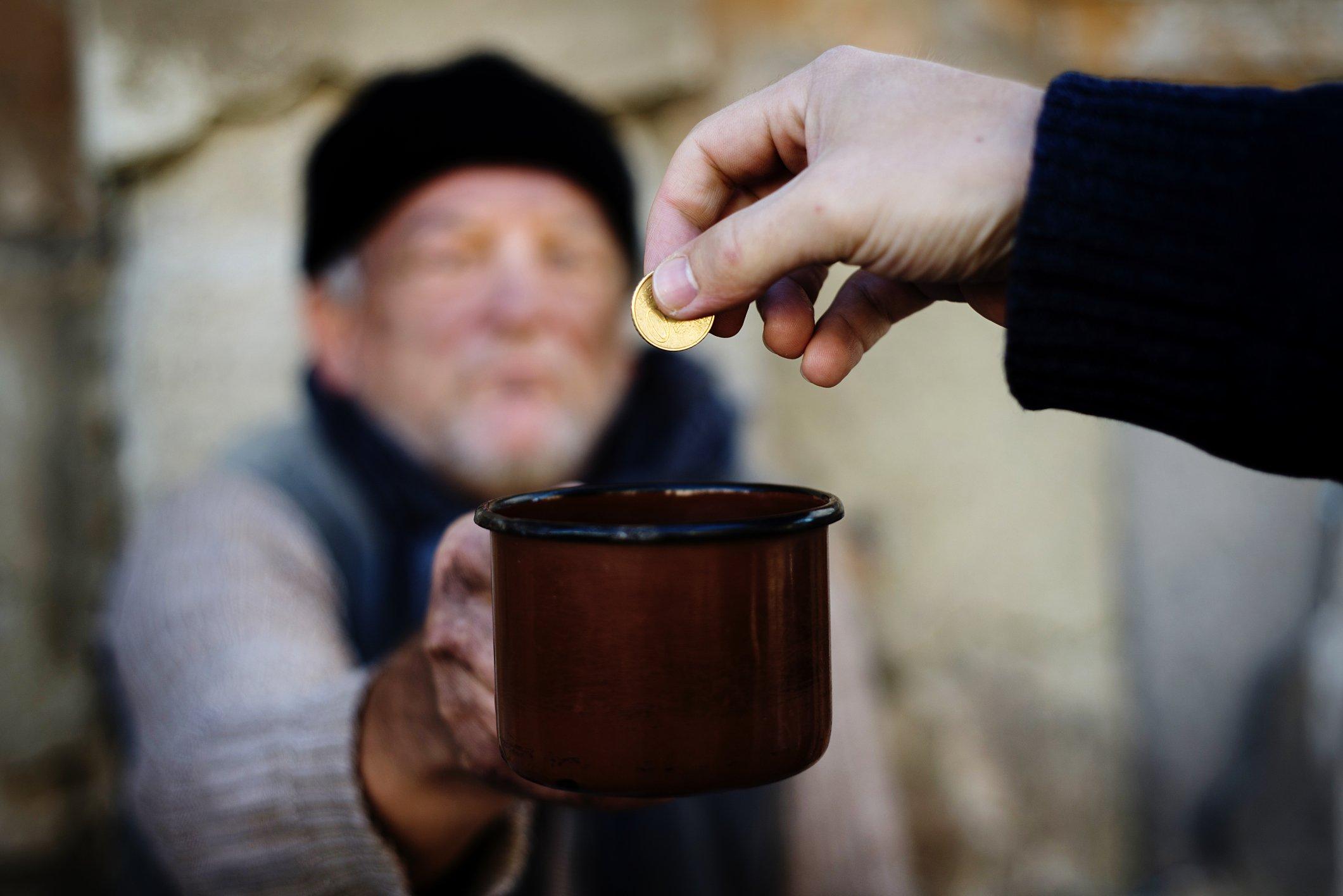 За чертой крайней бедности в Тверской области находится 1,1% населения - новости Афанасий
