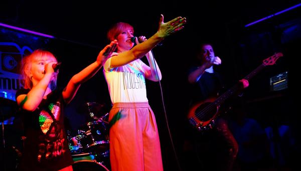 Группа «Мураками» поздравила тверитянок с Международным женским днем / фото
