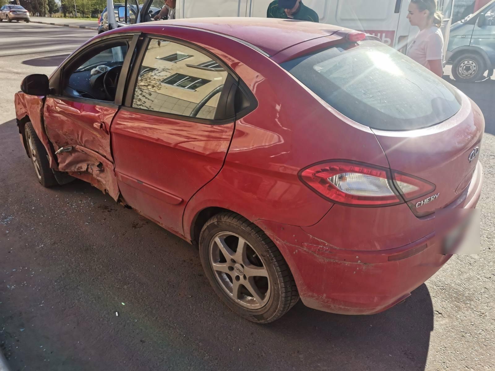 В Ржеве водитель Hyundai получил травмы, не пропустив на перекрестке Chery - новости Афанасий