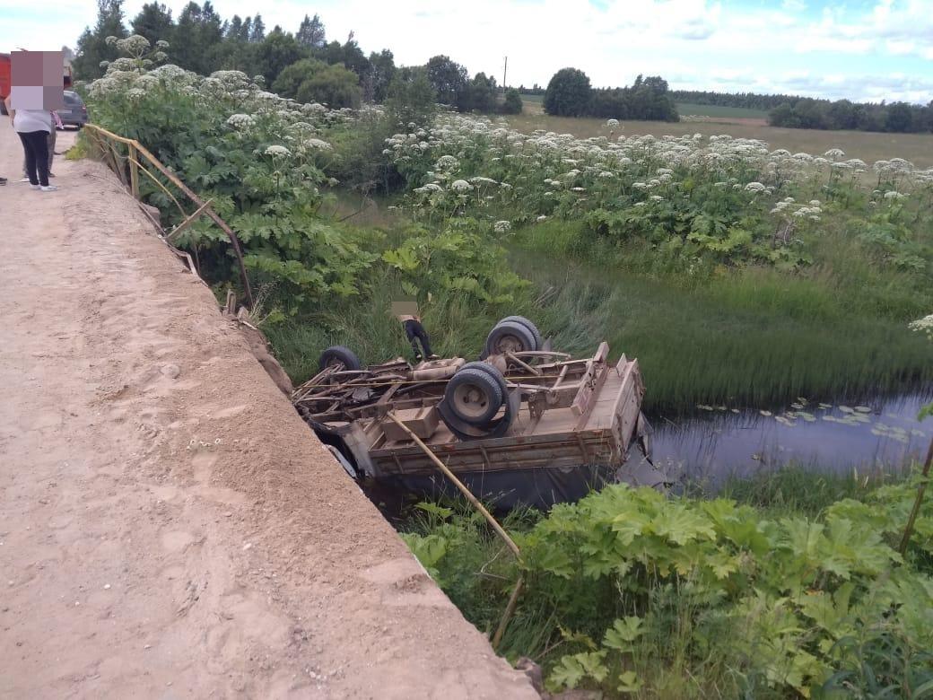 Водитель получил травмы, а пассажир погиб в упавшей в реку в Тверской области ГАЗели - новости Афанасий
