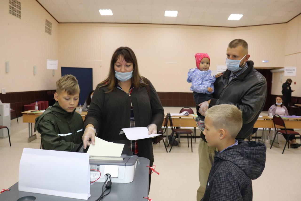 В Твери проголосовала многодетная семья Проскуряковых, воспитывающая шестерых детей - новости Афанасий
