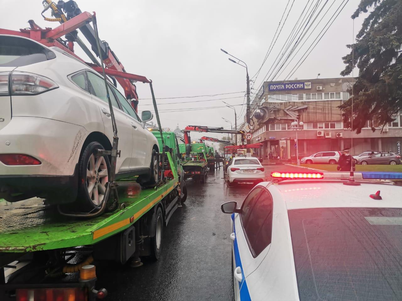 На улицы Твери за неправильно припаркованными автомобилями массово выехали эвакуаторы - новости Афанасий