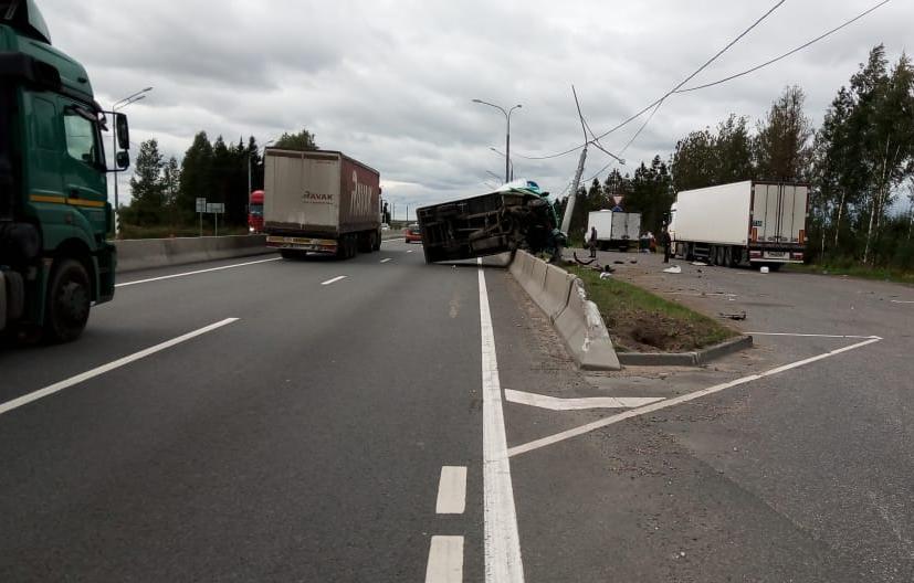 На трассе М10 под Тверью перевернулся грузовик - новости Афанасий