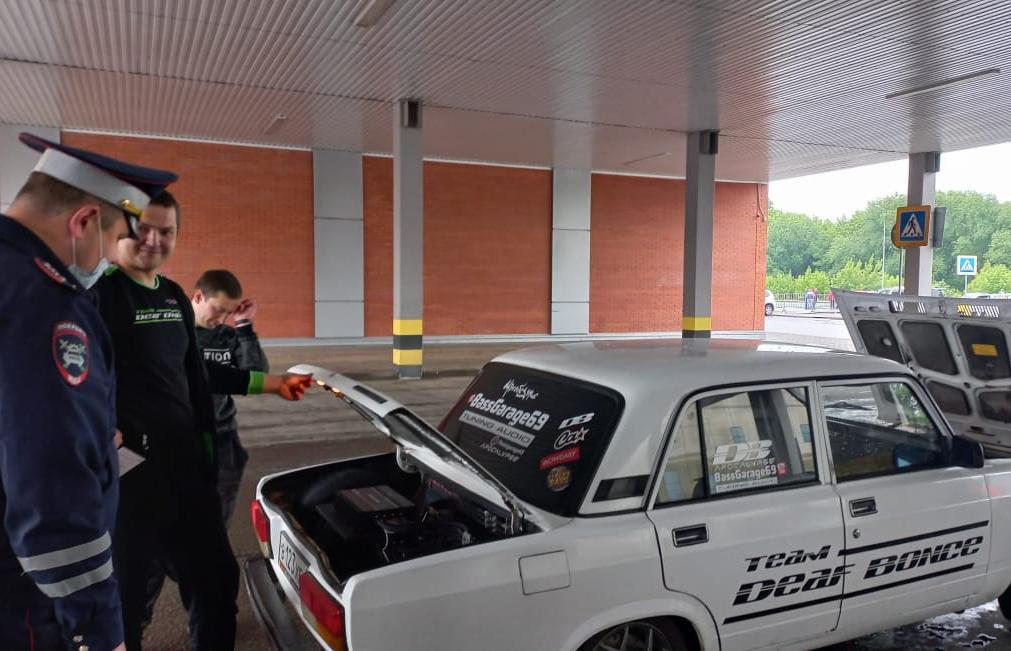 В Твери автоинспекторы проверяли любителей громкого автозвука и тюнинга - новости Афанасий