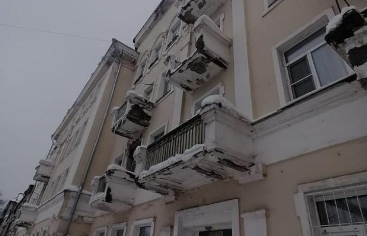 В Твери на семью с коляской рухнул снег с крыши - новости Афанасий