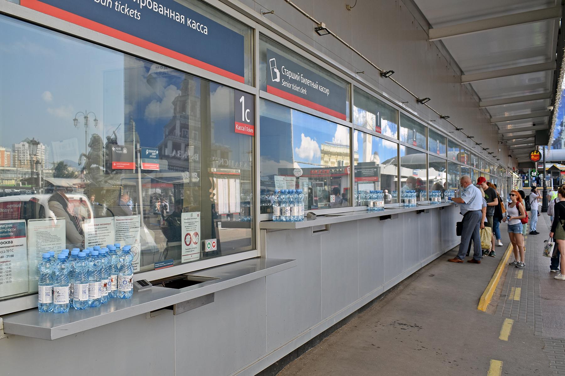 Пассажирам тверских электричек бесплатно раздавали воду - новости Афанасий