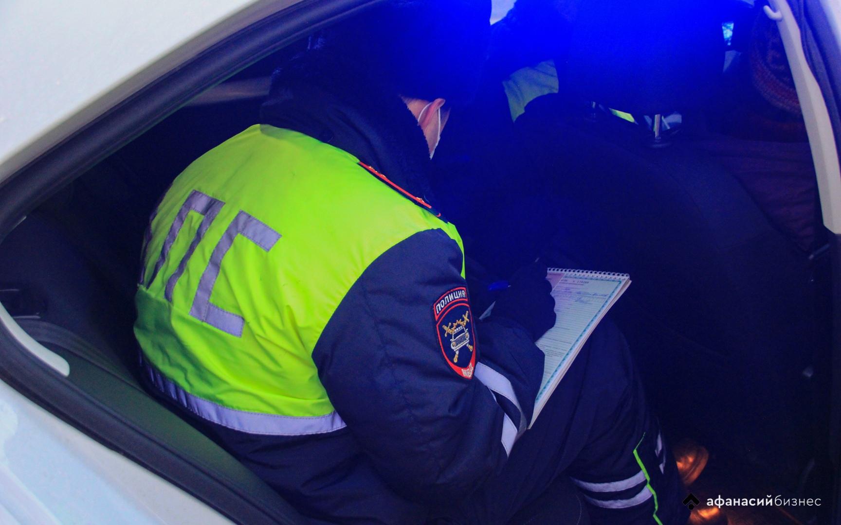 На Селигере водитель пострадал в опрокинувшейся машине