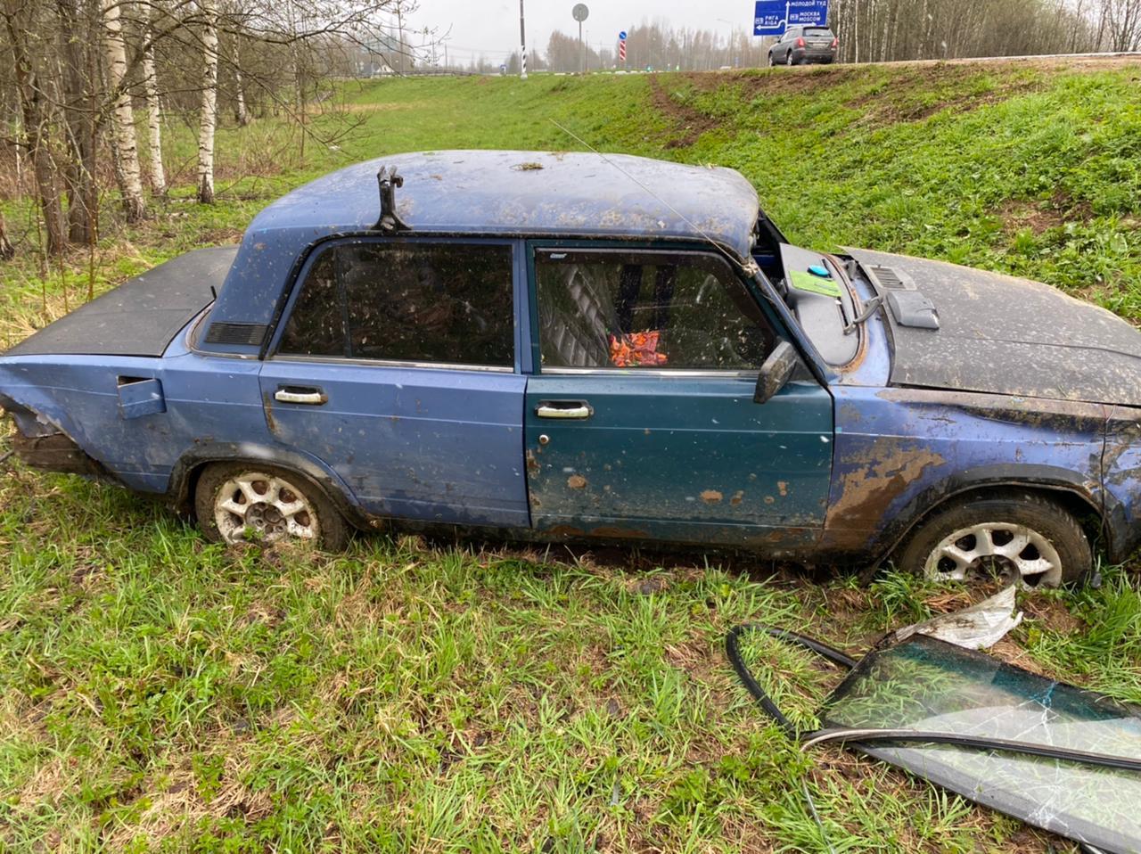 В Тверской области в больницу доставили водителя вылетевшей в кювет легковушки - новости Афанасий