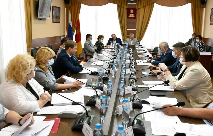 Комитет рассмотрел вопросы развития АПК и регулирования земельных отношений  - новости Афанасий