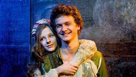 """В Тверь приезжает мюзикл «Ромео и Джульетта». Юных влюбленных играют звезды сериала """"Папины дочки"""""""