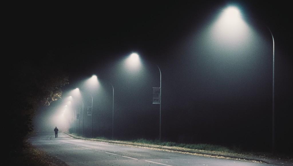 В поселке Пено Тверской области благодаря прокуратуре осветили микрорайон