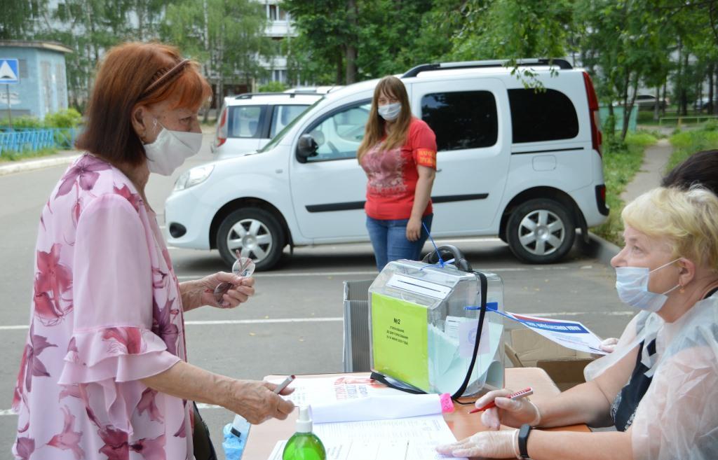 В Тверской области проголосовать по поправкам в Конституцию РФ можно во дворе дома и на даче - новости Афанасий