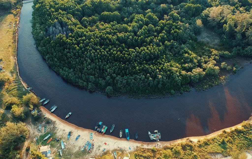 В Конаковском районе Тверской области канализацию сливают в реку