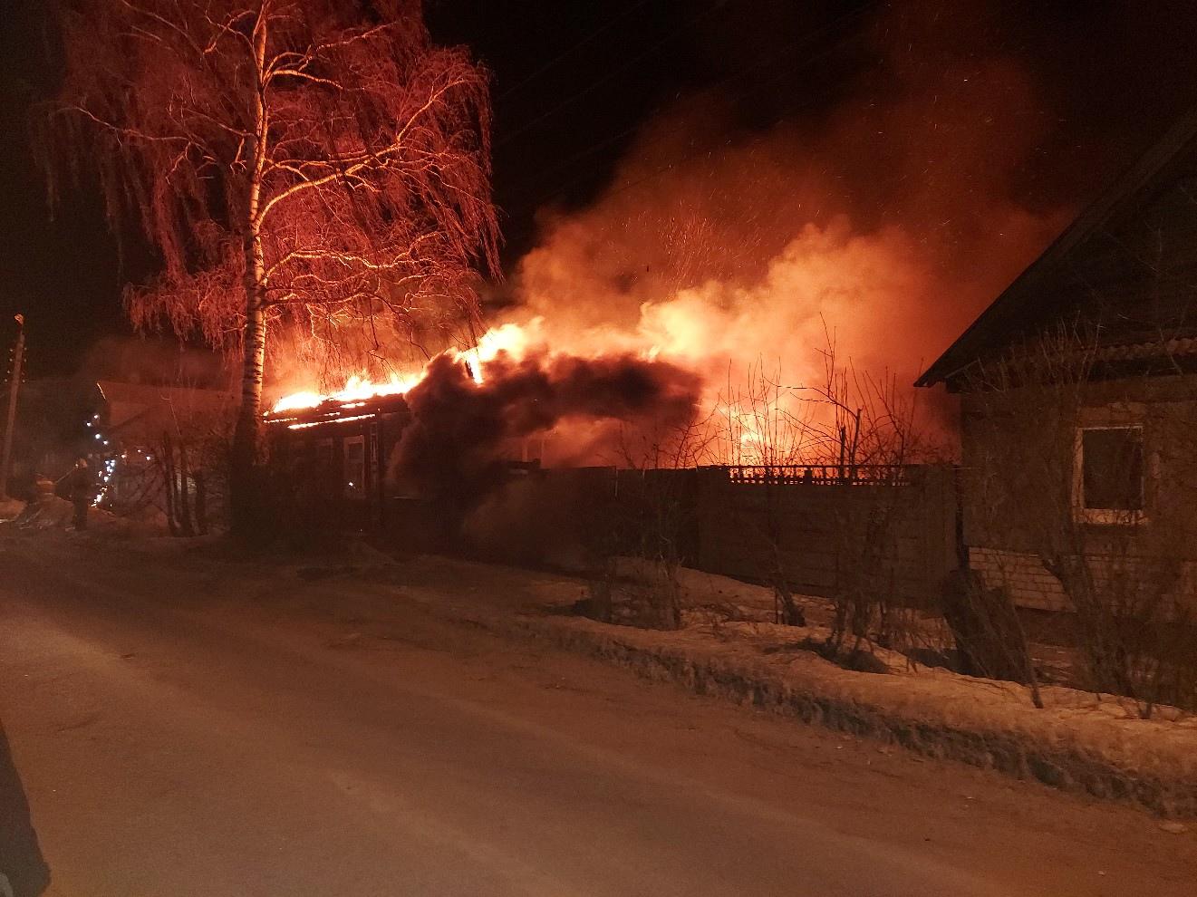 В Тверской области таксист с пассажиром спасли из горящего дома спавшего хозяина - новости Афанасий