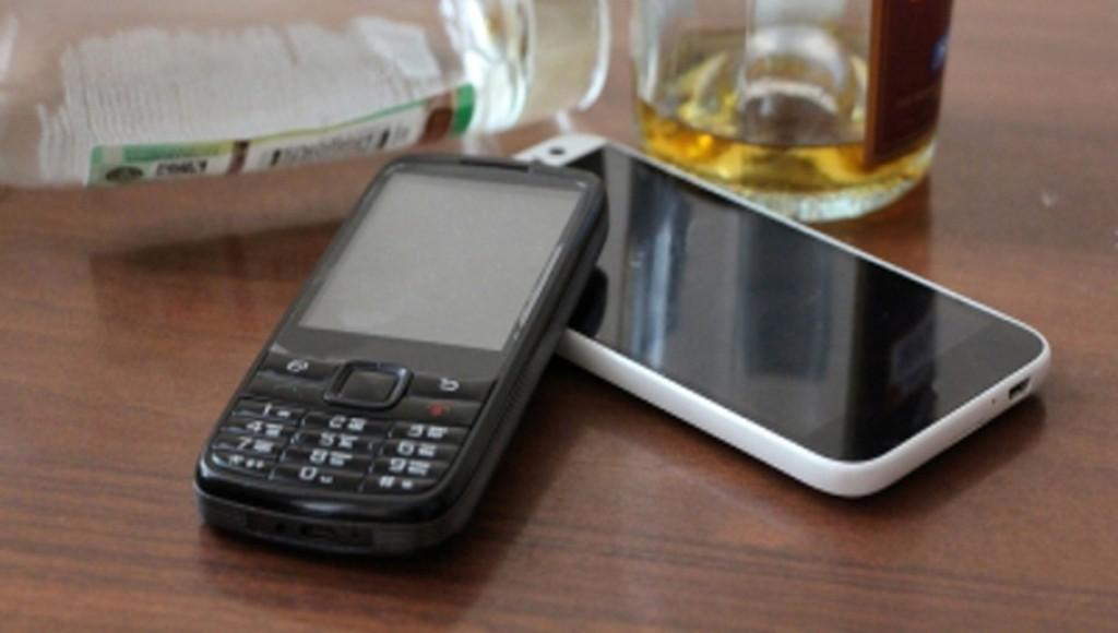 В Твери в рюмочной «СССР» мошенник стащил телефоны у собутыльников - новости Афанасий