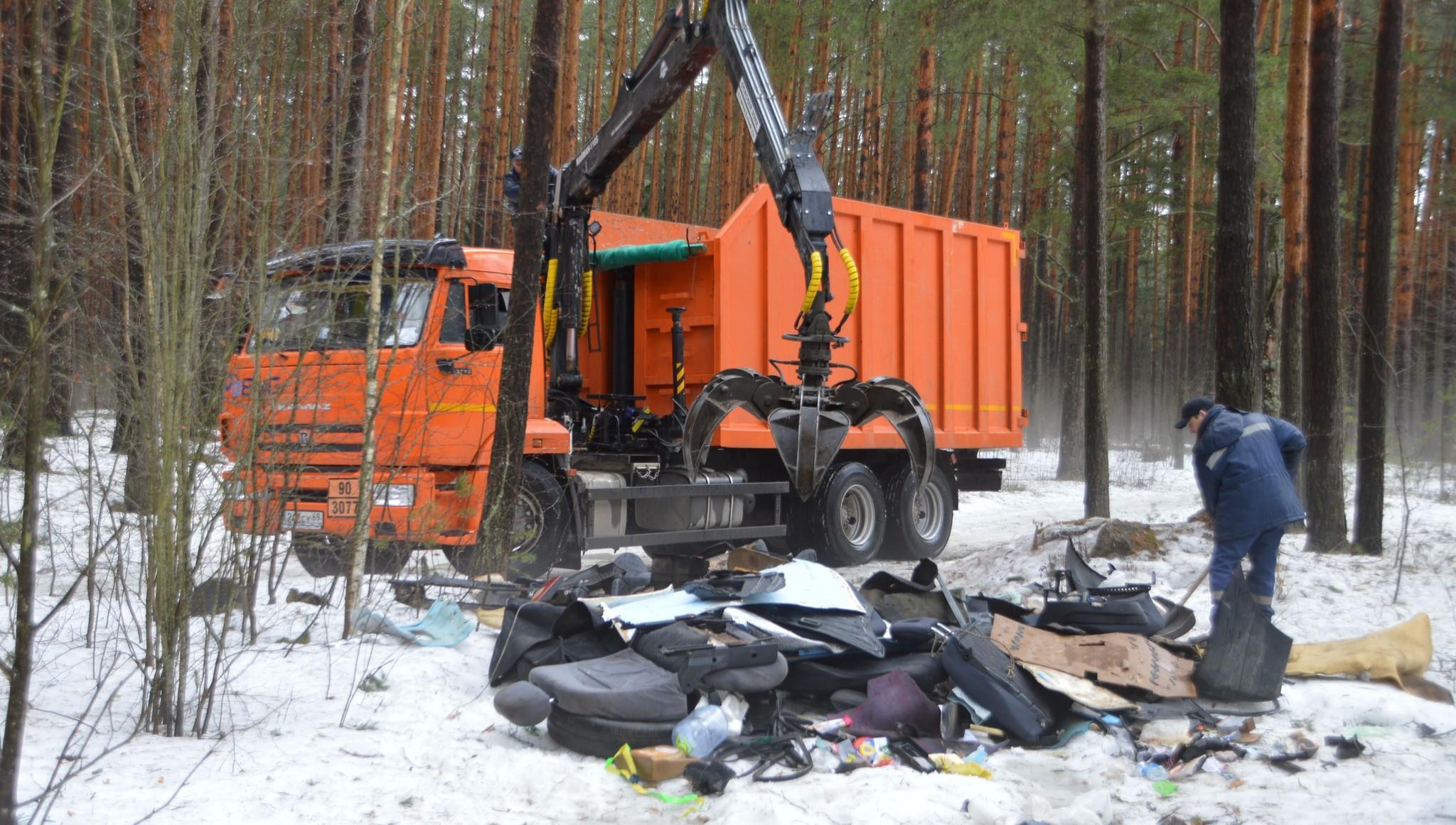 В тверских парках и рощах продолжают искать и убирать мусор - новости Афанасий