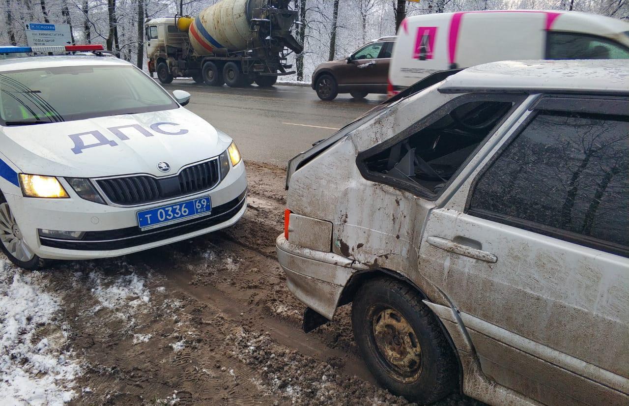 Водитель пострадал в ДТП на Московском шоссе в Твери  - новости Афанасий