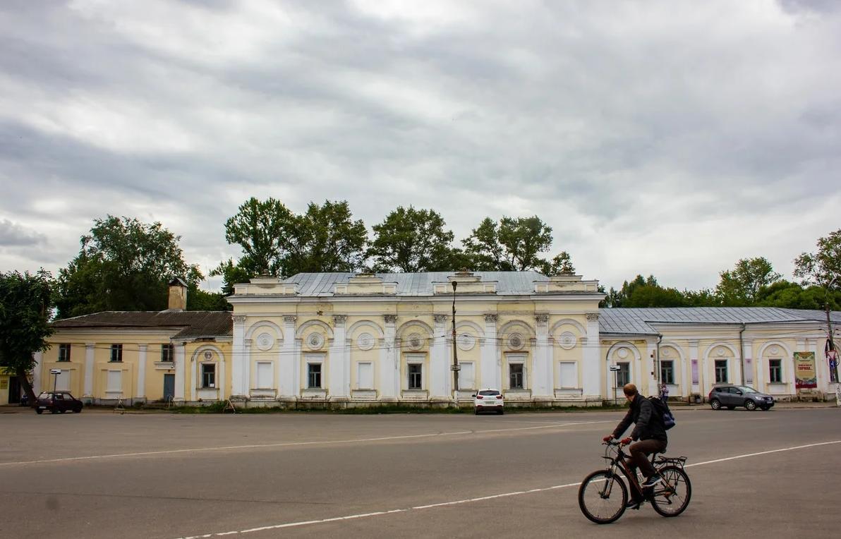 Около 13 млн рублей направят на реставрацию торговых рядов в Торжке