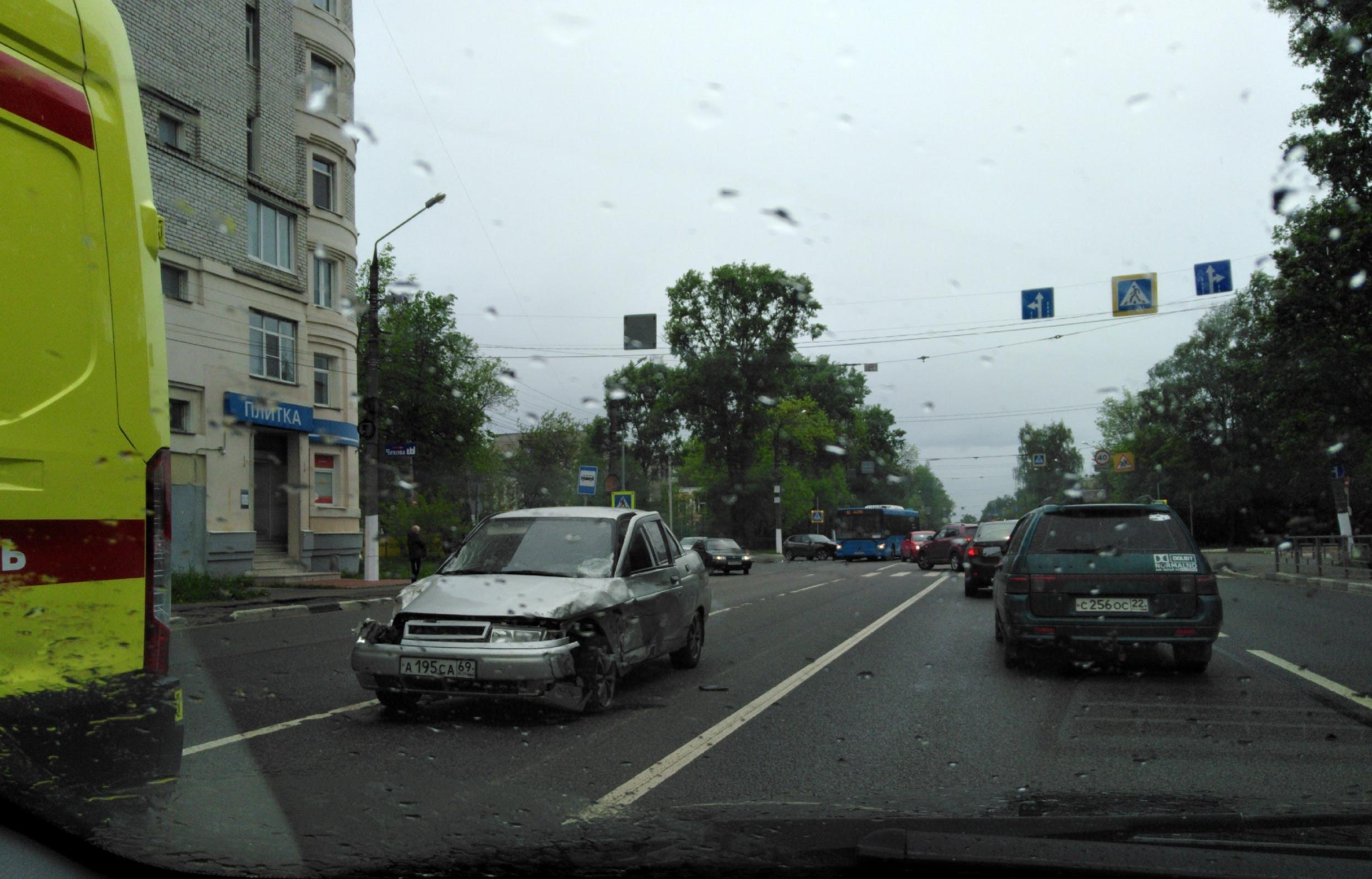 В Твери столкнулись три автомобиля, есть пострадавший - новости Афанасий
