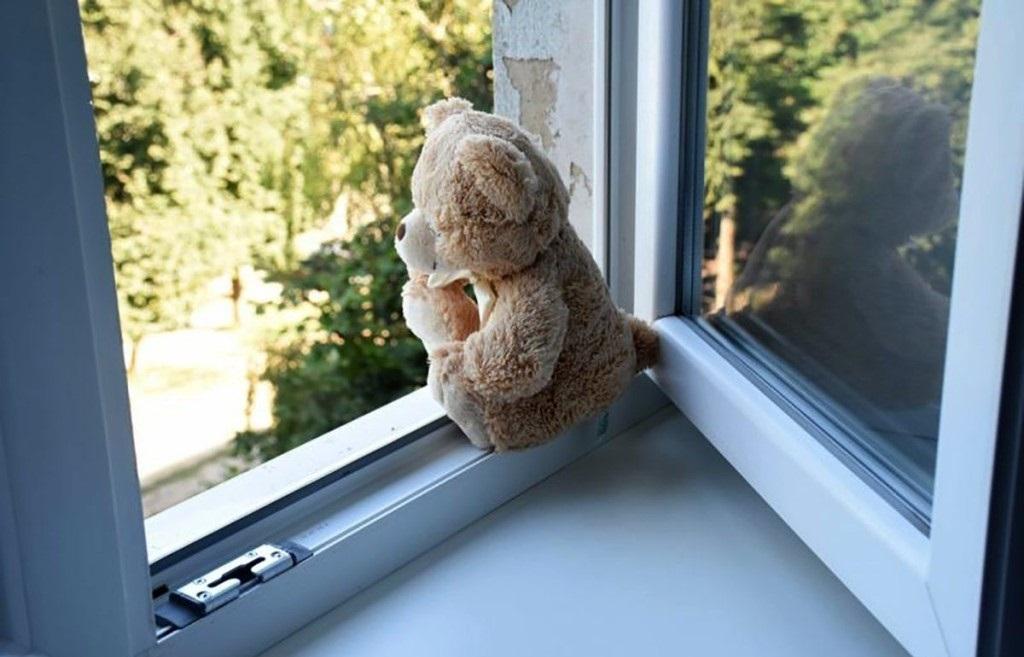 В Тверской области 3-летний малыш выпал из окна - новости Афанасий