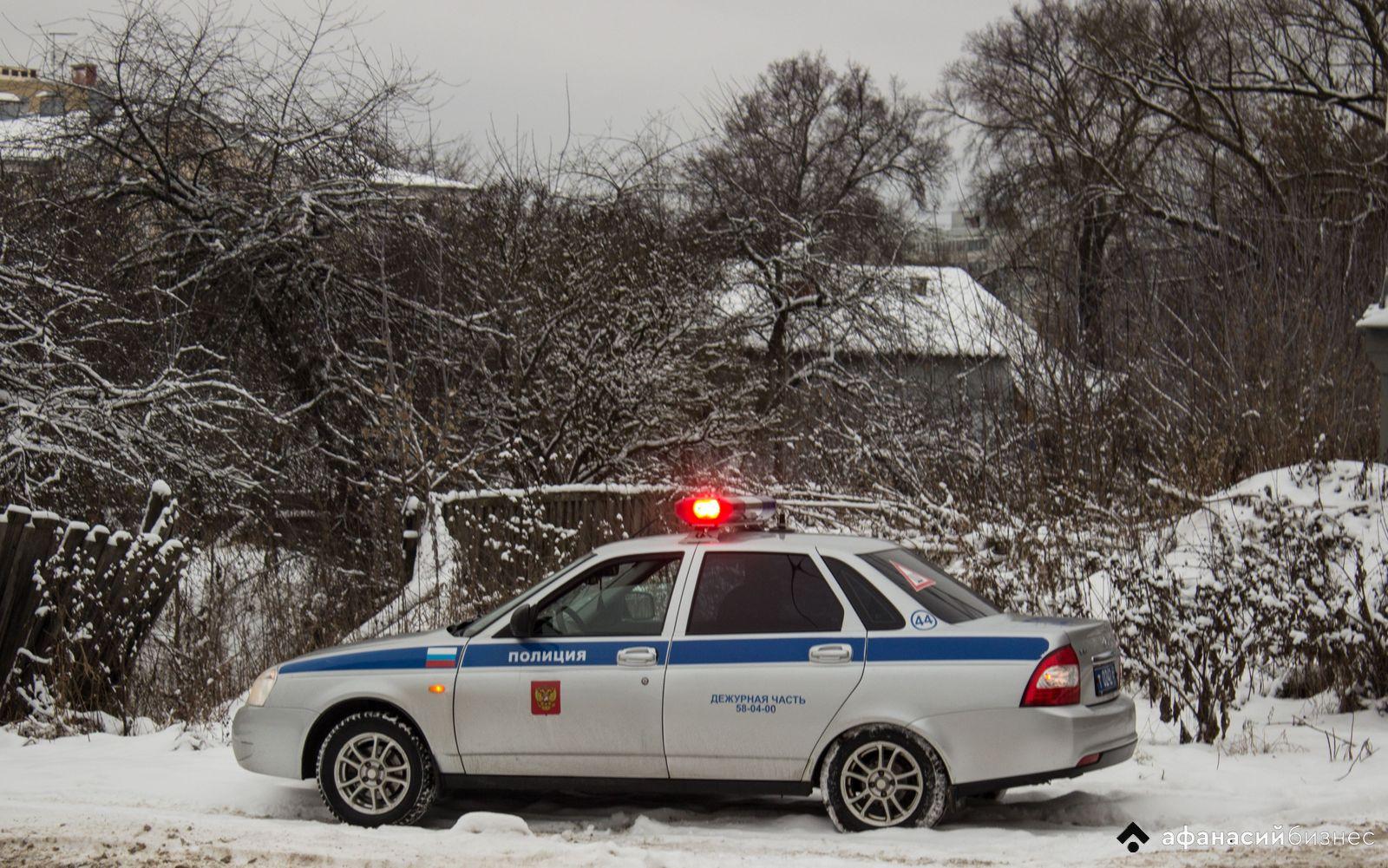 Тверских водителей и пешеходов просят быть внимательными на дорогах во время снегопада