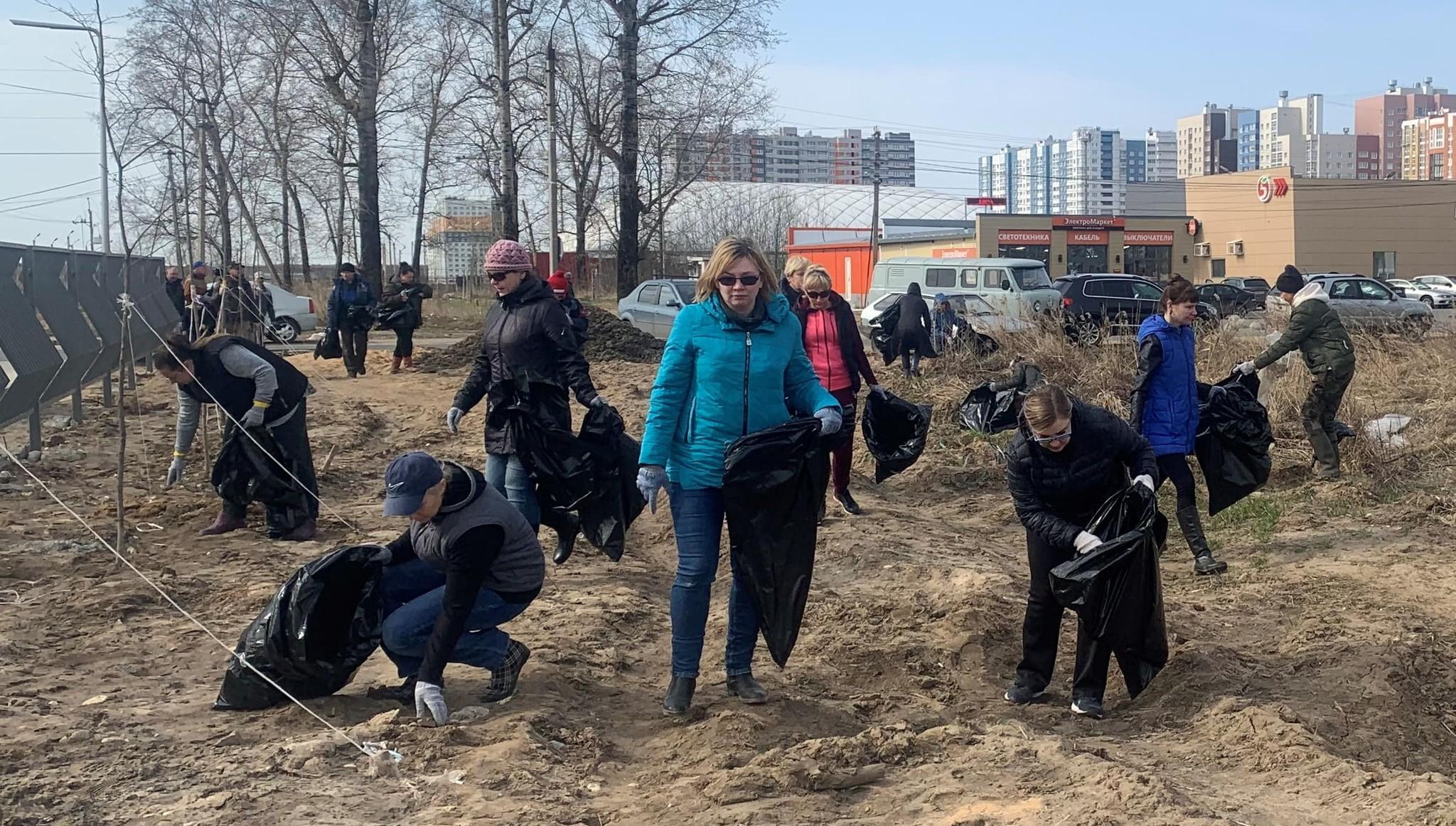 Около 300 кубометров мусора собрали в Твери на втором общегородском субботнике - новости Афанасий