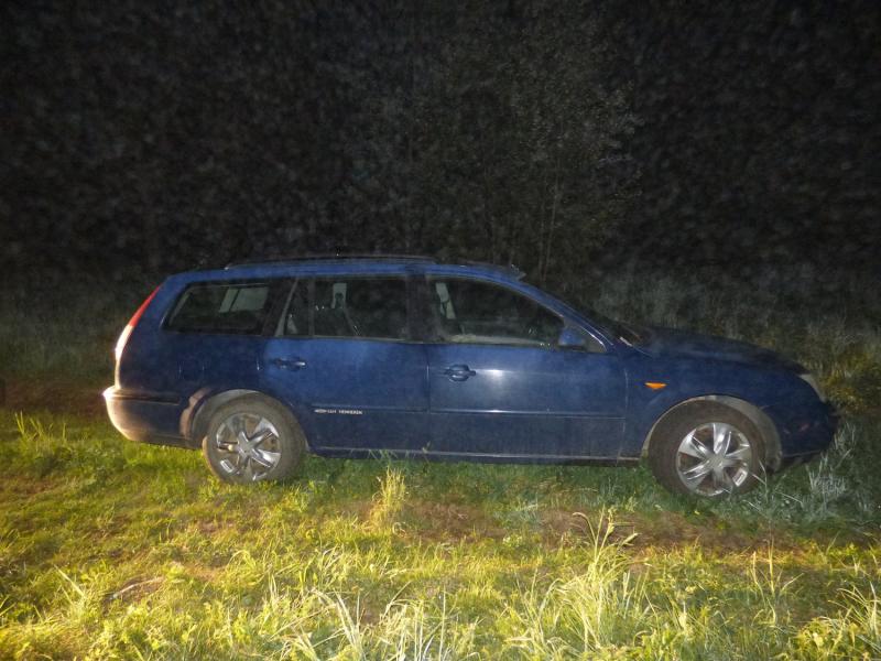 В Тверской области угонщик бросил чужую легковушку на дороге, не справившись с управлением