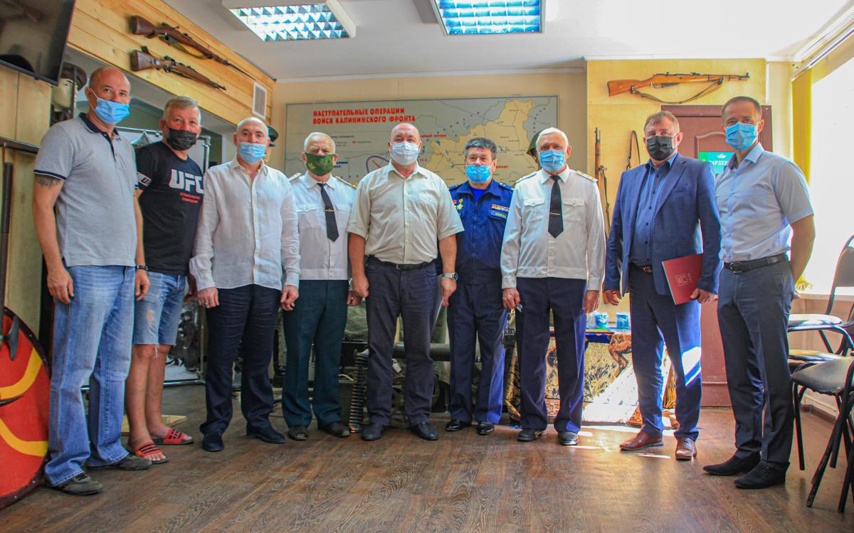 В Твери в преддверии дня ВДВ вручили награды членам «Союза десантников»