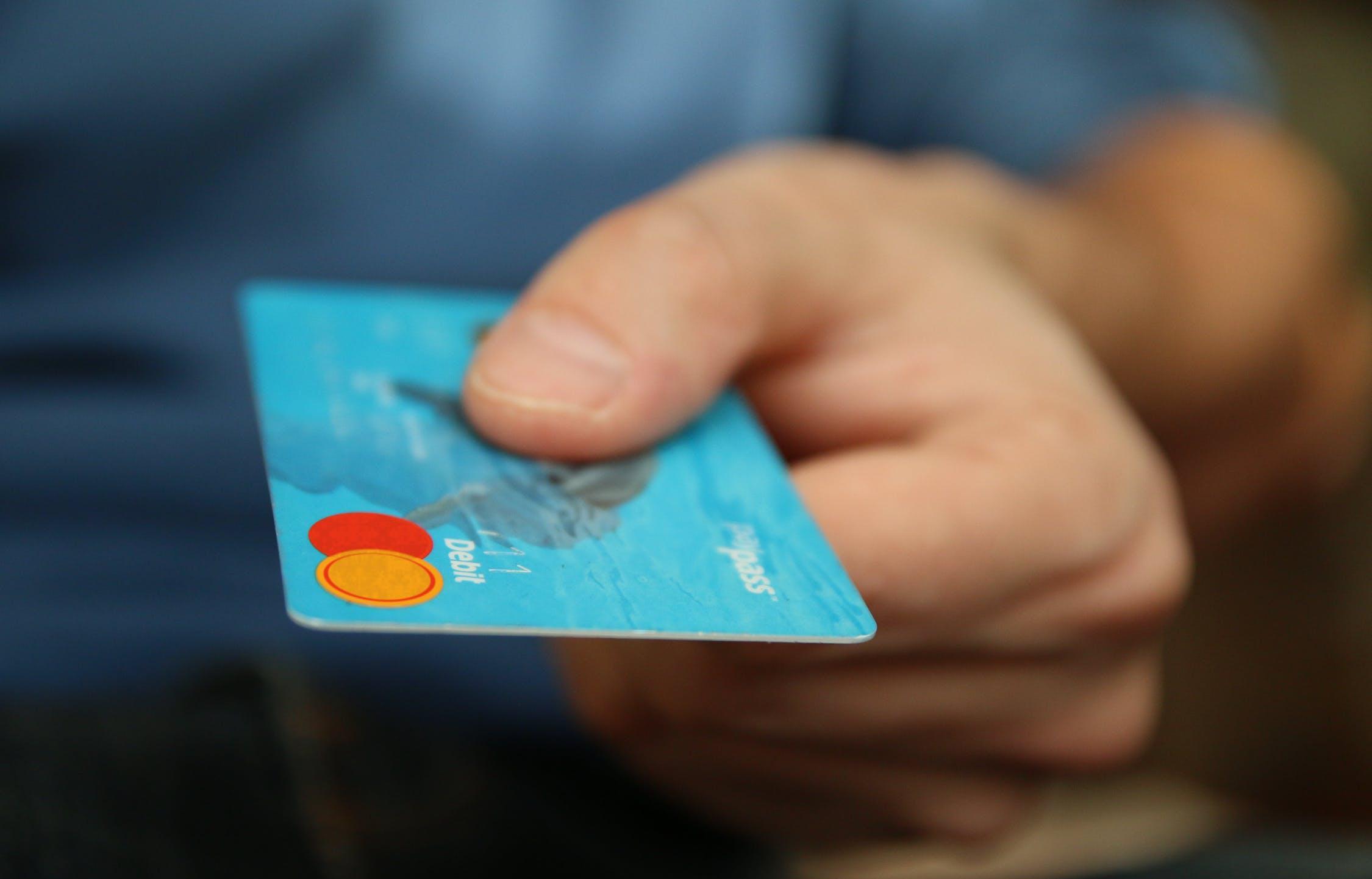 Карты Visa и MasterCard могут перестать работать в России - новости Афанасий