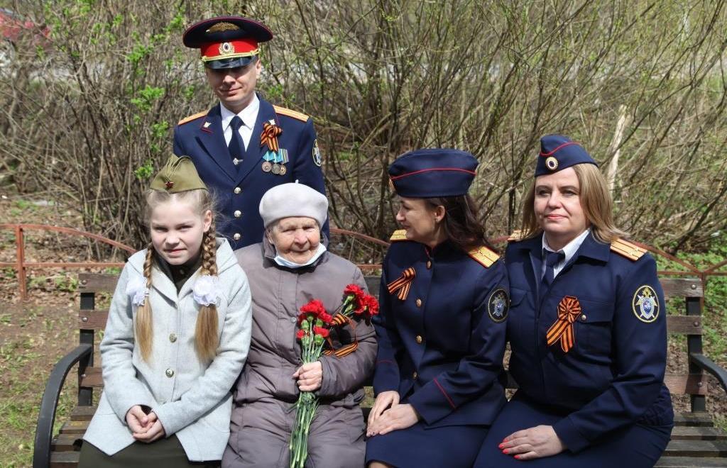 В Твери сотрудники СК, дети и кадеты поздравили ветерана Великой Отечественной войны с наступающим Днем Победы  - новости Афанасий