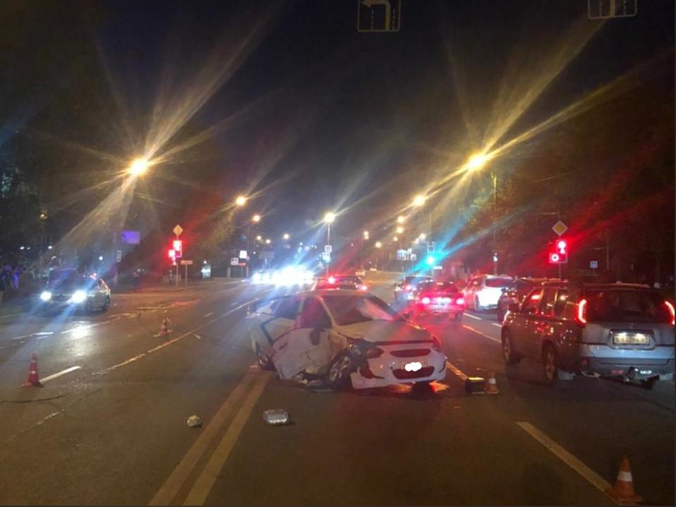Оба ехали на зеленый: парень и две девушки пострадали в лобовом столкновении Lexus и Hyundai в Твери - новости Афанасий