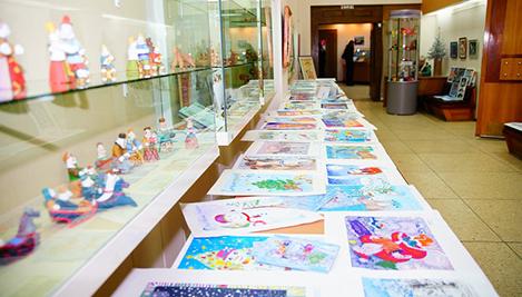Более 500 юных художников Тверской области приняли участие в конкурсе на лучший детский рисунок «Новогодняя открытка» / Фото