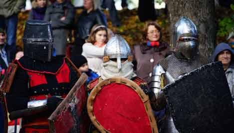 В Городском саду представят средневековые доспехи, костюмы и предметы быта