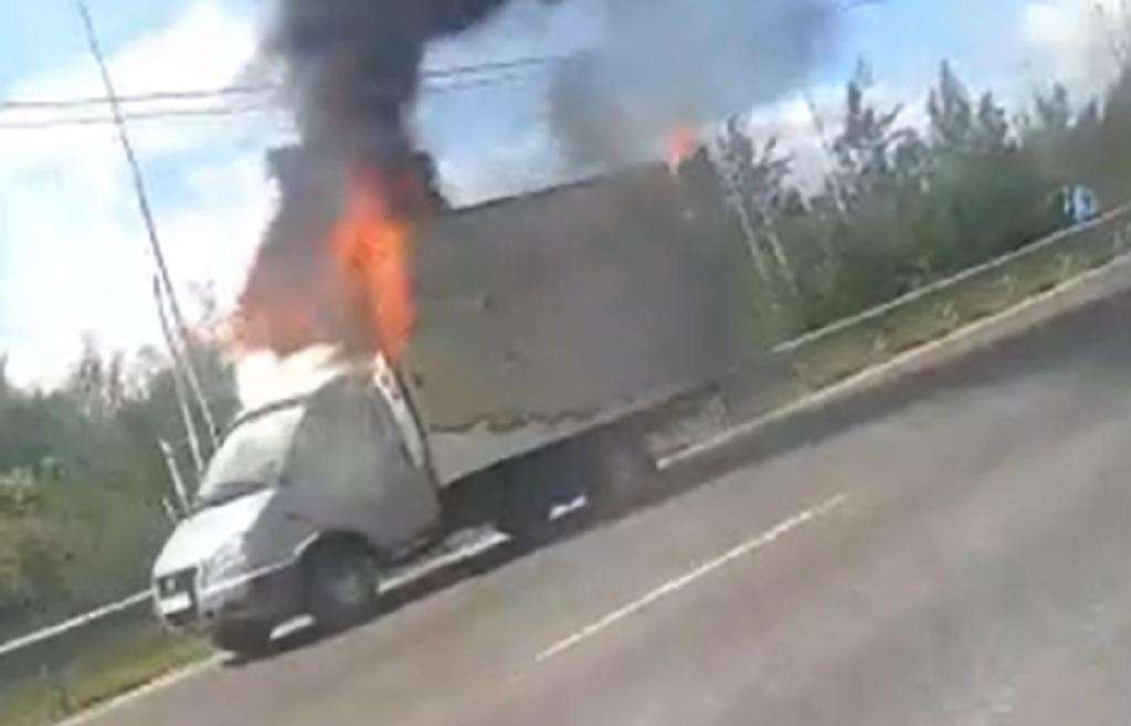 Горящую Газель в Твери тушили 2 пожарных отделения / видео - новости Афанасий