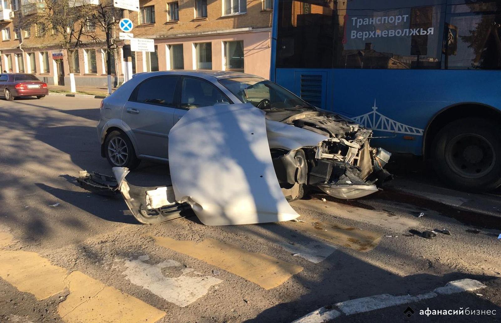В Твери легковушка протаранила автобус - новости Афанасий