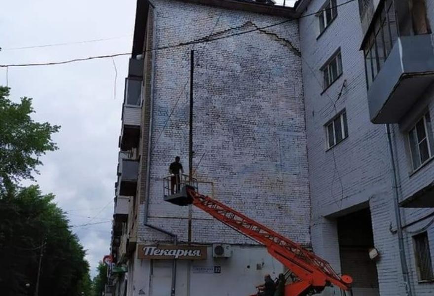 В Твери закрасили граффити с портретом Солженицына