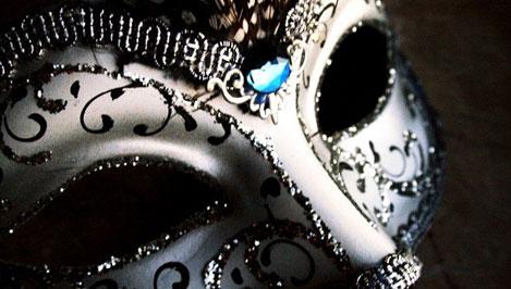В Удомле открылась выставка венецианских масок