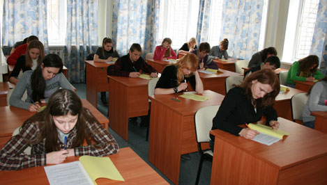 Старшеклассники семи регионов России соревнуются в знании избирательного законодательства