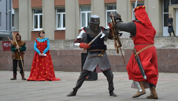 """""""Школу Рыцарства"""" с уроками фехтования и средневековых танцев откроют в Твери"""