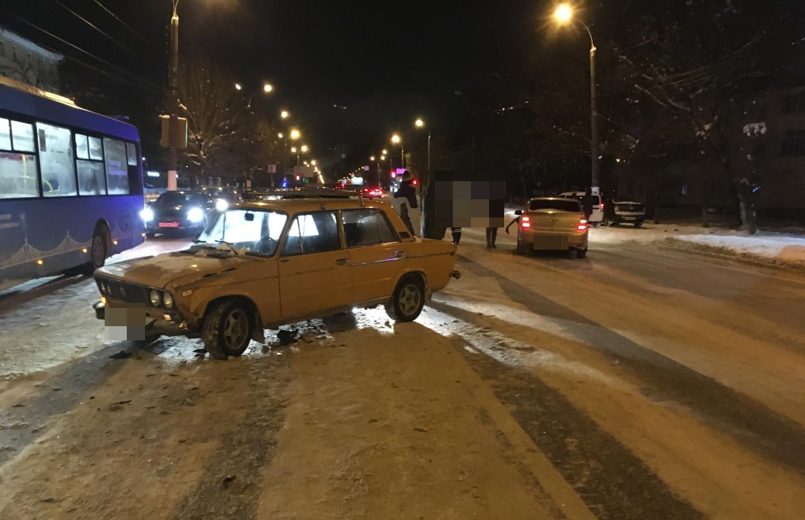 В Твери водитель грузовика спровоцировал ДТП с пострадавшим - новости Афанасий